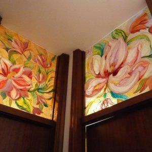 Sopraporta in vetro dipinti con tonalità di colore in nuance.