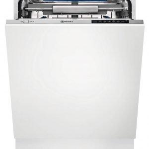 La lavastoviglie ComfortLift TT2005CL di Electrolux con il cestello inferiore che si alza così che non ci si debba piegare durante la fase di carico, è in classe energetica A+++ e permette di ottenere ad una temperatura di 50 °C gli stessi risultati di igiene di un ciclo da 65 °C consentendo un notevole risparmio di energia. Può funzionare anche grazie all'allacciamento all'acqua calda di rete, facendo sì che si utilizzi meno energia per scaldare l'acqua e ha apertura automatica della porta a fine ciclo per completare l'asciugatura in maniera naturale e senza ulteriori consumi. Misura L 60xP55xH82-90 cm. Prezzo da rivenditore.www.electrolux.it