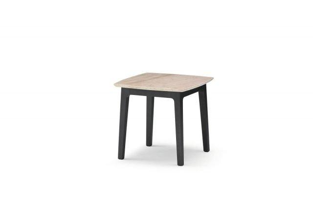 Olivier di Flou è il tavolino caratterizzato dalla sottile struttura in massello di faggio con finitura brunito opaco, il piano è realizzato in pregiato marmo Corallo beige spazzolato opaco.  Misura L 55 x P 55 x H 52 cm. Prezzo 1.295 euro.  www.flou.it