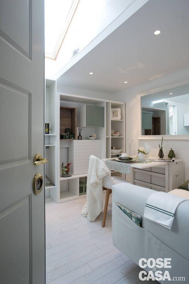 Arredare il monolocale un sottotetto con tutto il necessario in pochi metri cose di casa - Costo per ristrutturare casa ...