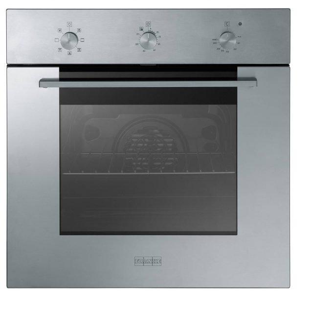In classe energetica A, il forno multifunzione Smart SM 62 M XS di Franke è acciaio inox satinato. Con base da 60 cm, ha volume da 63 litri, 6 + 2 funzioni di cottura, contaminuti con allarme acustico e è fornito con una griglia e una leccarda. Prezzo 541,70 euro. www.franke.it