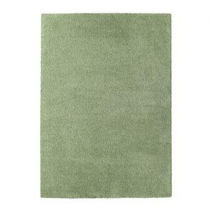 Ådum di Ikea Italia è il tappeto nei toni del verde chiaro; il pelo fitto e spesso attutisce i suoni  e lo rende molto piacevole al tatto. È realizzato a macchina in polipropilene che lo rende resistente e facile da pulire; il dorso è rivestito in lattice sintetico. Misura L 195 x P 133 cm. Prezzo 44,99 euro. www.ikea.com