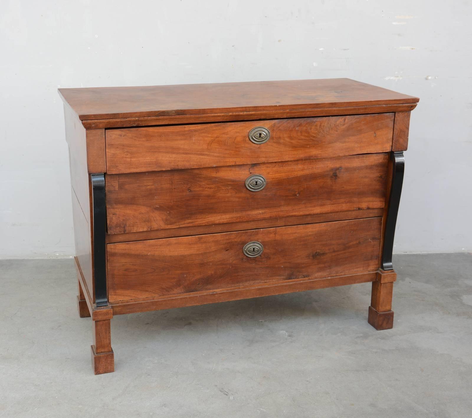 Abbinare un vecchio mobile o un pezzo antico ad arredi for Seconde case impero in vendita