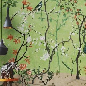 La Selva Fiorita della collezione Silk Way di WallPepper® è la carta da parati dominata da un delicato albero di ciliegio che si ispira ai dipinti orientali. È ecologica e priva di Pvc, inodore, traspirante, anallergica e idrorepellente; inoltre è removibile a secco, quindi non rovina l'intonaco e si stacca facilmente. Prezzo a partire da 108 euro al mq. www.wallpepper.it