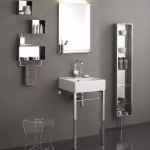 Lo specchio con mensola inox di Stilhaus è utile per appoggiare i prodotti della toletta quotidiana. Misura L 50 x 12x H 70 cm. Prezzo, Iva esclusa, 225 euro. www.stilhaus.it