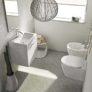 Ha sifone salvaspazio incluso il mobile lavabo della collezione Connect Space di Ideal Standard con cassetto. Disponibile anche nella finitura grigio lucido, noce scuro e olmo. Misura L 79 x P 37,5 x H 51,3 cm. Prezzo 640 euro. www.idealstandard.it