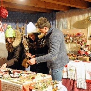 È alla 24 edizione il più antico mercatino di Natale del Trentino che si tiene nel borgo di Siror, poco lontano da San Martino di Castrozza, il 3,8,9,10 e 17 dicembre. Vi si trovano decorazioni, addobbi, i tipici oggetti d'artigianato e gustosi prodotti locali. Foto: Silvano Angelani   www.sanmartino.com