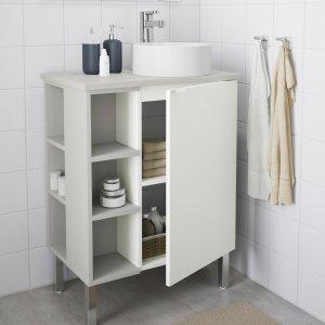 Il mobile lavabo LILLÅNGEN, VISKAN e GUTVIKEN di Ikea Italia ha un'anta e scaffali a giorno e piano di lavoro in laminato verde pallido. Il lavabo può essere sistemato al centro, a destra o a sinistra. Misura L 62 x P 40 x H 87 cm. Prezzo della composizione, escluso miscelatore, 170 euro. www.ikea.com/it