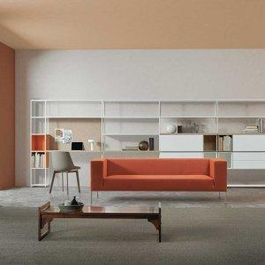 Divano Allen, Libreria Minima 3.0, sedia Flow Color. Tutto di MDF Italia.