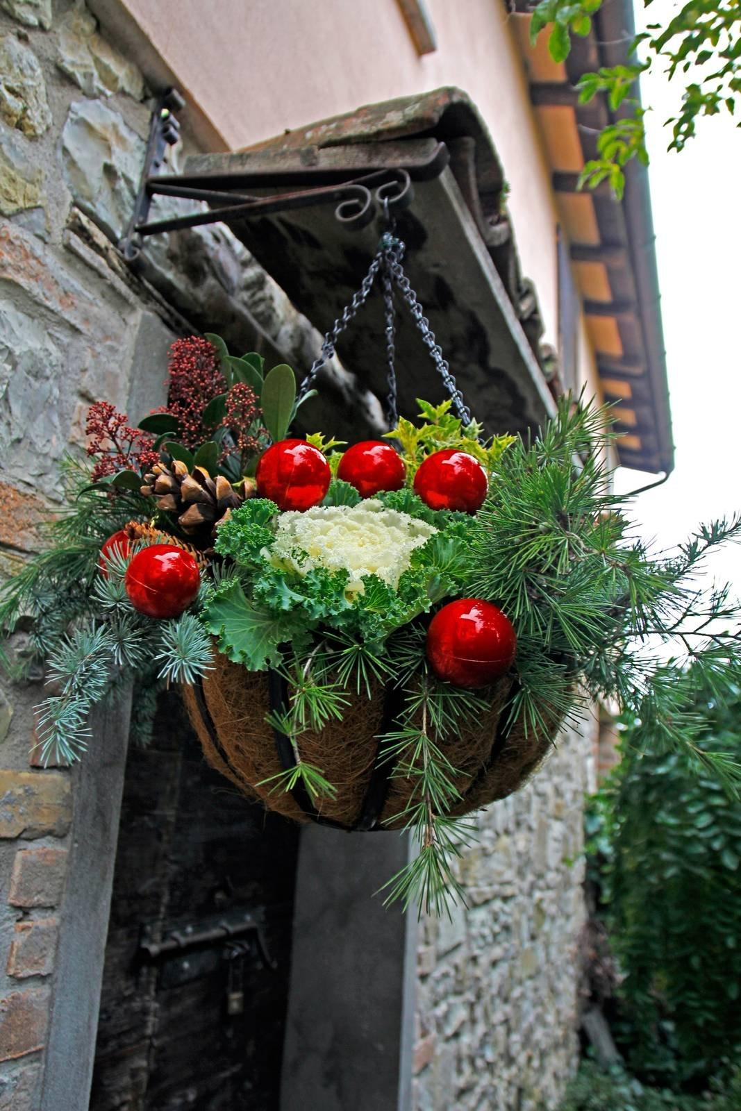 Palline Di Natale Con Rametti decorazione natalizia da appendere all'ingresso - cose di casa