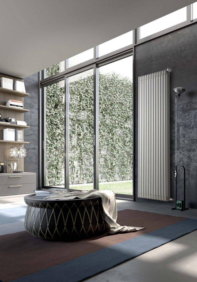 Il radiatore in acciaio Comby della Ercos - in produzione dal 1967- è disponibile da 2 a 6 colonne, con altezze da 30 cm a 2 metri. Colori possibili: bianco RAL9010 e verniciato grezzo. Si riscalda in tempi rapidi, è la soluzione più adatta per gli impianti di riscaldamento tradizionali, è garantito fino a 10 anni. Comby è un radiatore idraulico componibile; si sceglie la tipologia dell'elemento (da 2 a 6 colonne, vista trasversale) e poi si decide il numero degli elementi. Il prezzo del radiatore in foto è di 427 euro iva inclusa ( 32 euro è il prezzo per ogni singolo elemento). www.ercos.it