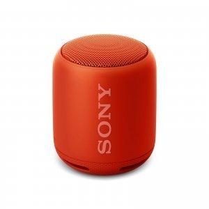 Compatto, leggero ma dall'audio potente, è lo speaker SRS-XB10della linea Extra Bass di Sony, pensato per chi ama sentire tutta la potenza dei bassi e festeggiare con gli amici: è provvisto di una cinghia in silicone regolabile, che si trasforma in un pratico supporto per direzionare correttamente il suono sia in modalità verticale sia in orizzontale e che consente di portarlo ovunque, ad esempio fissandolo al manubrio della bici, a uno zaino o all'interno della tenda in campeggio. Prezzo: 60,00 euro. www.sony.it