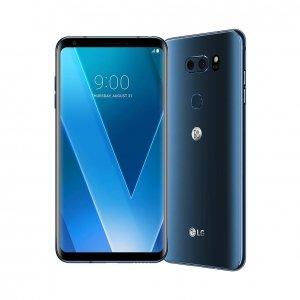 LG V30 Il nuovo smartphoneLG V30 presenta display OLED FullVision,fotocameradalle prestazioni cinematografiche e audiodi grande qualità. Doppia fotocamera con apertura F1.6 e lenti Crystal Clear in vetro per la realizzazione di immagini a livelli professionali e caratteristiche audio uniche grazie al Quad DAC Hi-Fi avanzato e alla collaborazione con B&O PLAY. V30 è lo smartphone più leggero della categoria da 6 pollici o superiore, con uno spessore di soli 7,3 mm e un peso di 158 grammi. Batteria da 3,300mAh con Qualcomm Quick Charge 3.0 e ricarica wireless WPC. Sistema Operativo: Android 7.1.2 Nougat. LG V30 sarà presto disponibile in Italia nei colori Cloud Silver e Moroccan Blue e anche nella variante esclusiva V30+ Aurora Black con 128GB di memoria interna. Dimensioni: L 7,54 x P 0,73 x H 15,17 cm. Prezzo: 899,99 euro. www.lg.com