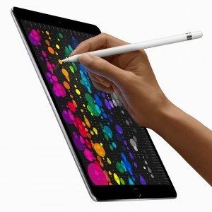 """Apple iPad PRO Il nuovo iPadPro da 10,5"""" ha un display che è quasi il20% più grande rispetto al modello da 9,7"""": haspazio per fare ancora più cose, si può scrivere comodamente con l'ampia tastiera a video su un dispositivo ultra-portatile come sempre. Inclusa la versione da 12,9"""", entrambi i formati sono più potenti della maggior parte dei PCportatili, ma sono facilissimo da usare e pesano così poco: 477 gr con 6,1 mm di spessore per il modello 10,5"""" e 628 gr per 6,9 mm di spessore per il modello 12,9"""". 10 ore di autonomiacon una batteria che dura tutto il giorno, si può lavorare e creare senza interruzioni. Il nuovo display Retina di iPadPro ridefinisce ancora lo standard. Oltre a essere più luminoso e meno riflettente, con la tecnologia ProMotion è anche molto più reattivo. Così quando si scorre una pagina in Safari o si lancia un gioco 3D, ogni cosa è fluida, veloce e coinvolgente. Con chip A10X Fusion con architettura a 64 bit e 6 core timette nelle mani una potenza incredibile, è possibile fare ilmontaggio di un video 4K ovunque ci si trovi, renderizzare elaborati modelli 3D o annotare documenti e creare presentazioni, anche le più complesse. Prezzo: a partire da 739 euro. www.apple.com"""