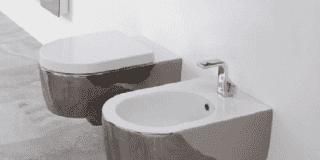 """Un bagno """"prezioso"""". Finiture metalliche tinta platino, argento, oro, rosé"""