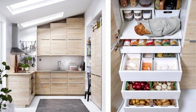Metod con anta Askersund di Ikea Italia è la cucina componibile con il modulo attrezzato come dispensa in cui è possibile sistemare, al fresco e al buio, alimenti come cipolle, patate e cibi secchi grazie ai comodi cassetti estraibili e ai contenitori di dimensioni diverse. I pensili sono sistemati in modo da sfruttare al meglio lo spazio disponibile anche in presenza del tetto inclinato. Le ante sono in lamina melamminica effetto frassino chiaro e sono dotate di maniglie Blankett in alluminio; il top è in laminato effetto frassino. La composizione in foto con quattro elettrodomestici,  prezzo 2.989 euro. www.ikea.com