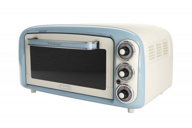 Il forno elettrico della gamma Vintage Mod. 979 di Ariete, dalle tipiche forme sinuose e dai colori pastello, ha una capacità di 18 litri che consente di cuocere anche le pizze. Regolabile su 3 posizioni di cottura, ha potenza di 1.380 watt, temperatura regolabile fino a 230° e è fornito con griglia in acciaio inox e vassoio in alluminio. Misura L40xP47,5xH24,5 cm. Prezzo 60 euro. www.ariete.net