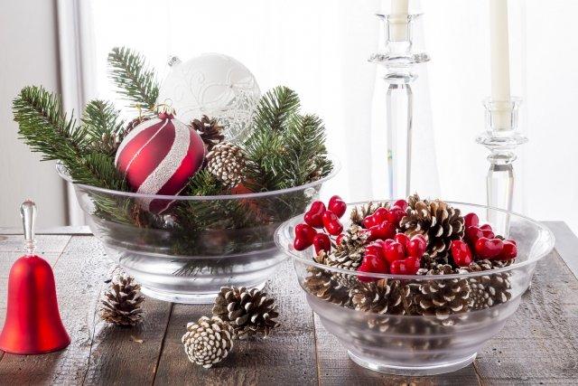 Albero di natale e decorazioni crea una magica atmosfera - Creare decorazioni natalizie ...