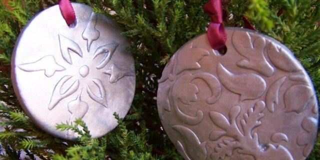 Decorazioni per l'albero in pasta modellabile. Per un Natale tutto personalizzato