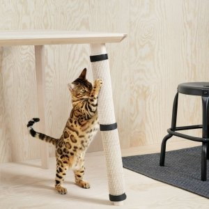 Ikea, stuoia tira-graffi Cat scratch mat da applicare alle gambe dei tavoli.