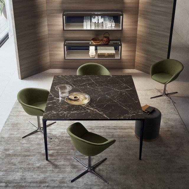 Rimadesio, tavolo Long Island con struttura nero lucido e piano di marmo Noir Saint Laurent.