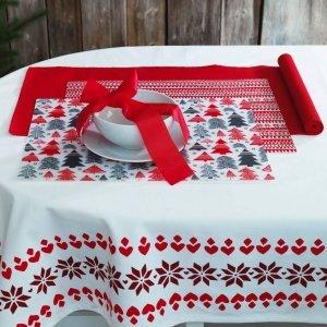 Tovaglia Vinter 2017, design Jennifer Idrizi di Ikea. Cotone 100% stampato con decoro nordico. Si lava in lavatrice a 60° ed è adatta  all'asciugatrice. Misura 145x 240 cm. Prezzo 17,99 euro. www.ikea.com