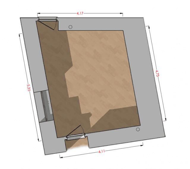 """Pianta di un soggiorno """"difficile"""", con due porte, una finestra e pareti non ortogonali."""