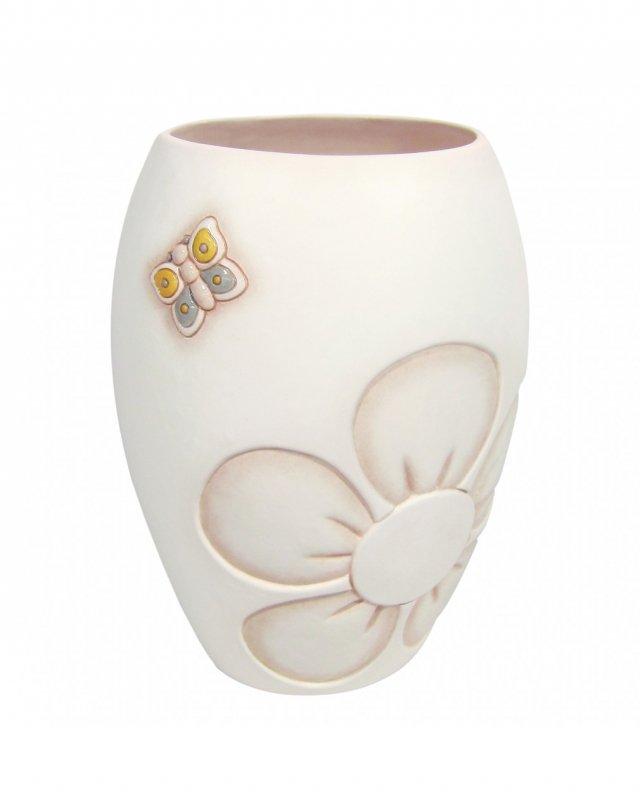 Il vaso grande della linea Elegance di Thun, in ceramica, alto 27,3 cm, con farfalla in rilievo dipinta e intarsio di fiore. Prezzo 97 euro. www.thun.com