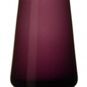 Il vaso Numa nella colorazione soft raspberry appartiene alla linea di vasi per la casa in formato mini di Villeroy & Boch. Dal design fresco, pulito ed elegante, è realizzato in vetro e è alto 12 cm. Prezzo 14,90 euro. www.villeroy-boch.com