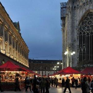 Intorno al Duomo di Milano presso gli stand del mercatino di Natale sono esposti fino all'8 gennaio tanti prodotti artigianali provenienti da tutta Italia. Photo© Comune di Milano.
