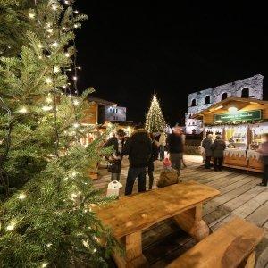 Prodotti d'artigianato e specialità locali si possono acquistare in molte località della Valle d'Aosta, oltre che al mercatino di Natale Marché Vert Noël di Aosta. Foto: Enrico Romanzi http://www.lovevda.it/it/eventi