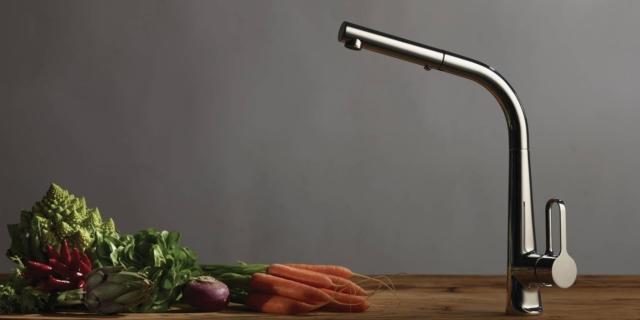 """14 nuovi rubinetti per la cucina: """"collo"""" alto e prestazioni tecniche"""