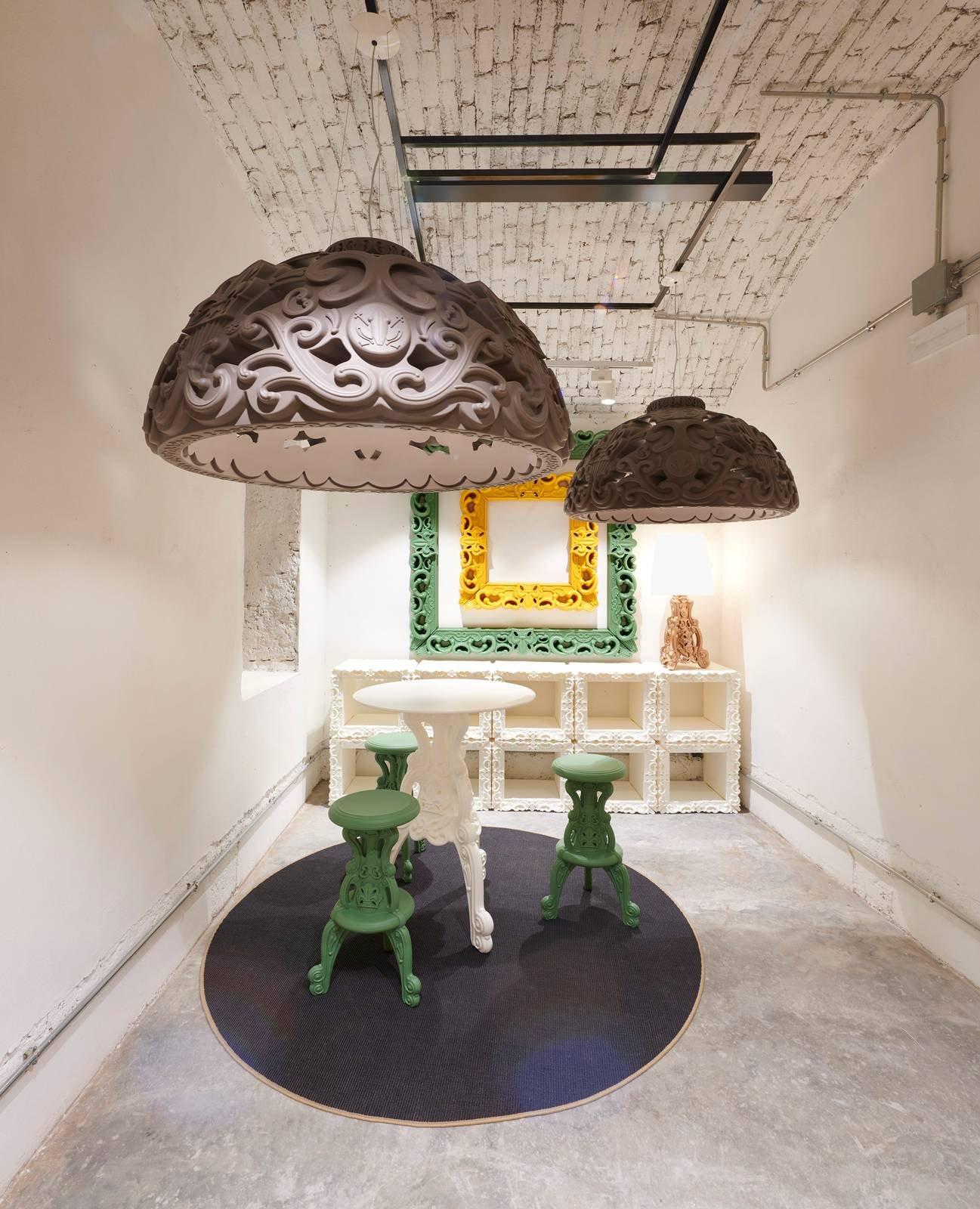 Slide inaugura il nuovo monomarca nel centro di milano for Nessun piano di casa nel seminterrato
