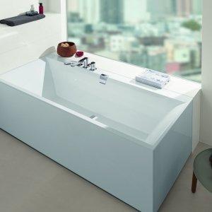 È realizzata in Quaryl® bianco la vasca rettangolare Squaro Edge 12 di Villeroy & Boch disponibile anche con sistema idromassaggio. In foto è nella misura L 170 x P 75 cm e costa, Iva esclusa, 1.024 euro. www.villeroy-boch.it
