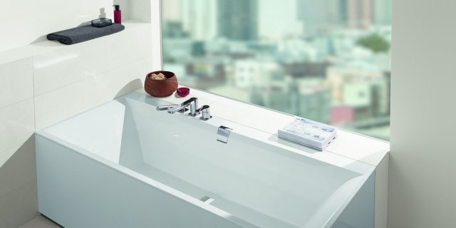 Le vasche a parete in materiali resistenti e di facile manutenzione.