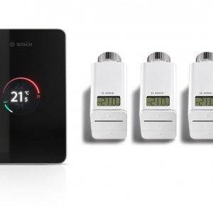 """Consente di risparmiare fino al 25% sui costi del riscaldamento il termostato connesso EasyControl di Junkers Bosch, con cui è possibile impostare la temperatura desiderata in ogni stanza. Grazie a un innovativo rilevatore della presenza, il termostato """"capisce"""" quando riscaldare velocemente l'abitazione. Non appena è collegato con Wi-Fi, l'utente, guidato dall'apposita App, lo può connettere con ogni singola testa termostatica. È compatibile con tutte le caldaie a gas Junkers e Bosch costruite dal 2008. Prezzo, Iva esclusa, 249 euro. www.junkers.it"""