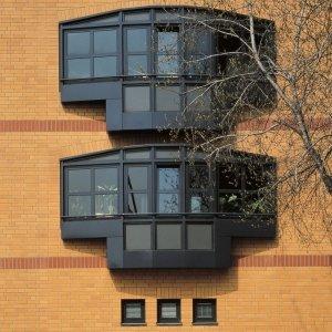 Case in Lützowstrasse, Berlino, 1984-1986 Dettaglio dei bow-windows sulla fronte principale