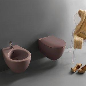 Versione Bagno di Colore, con ben 14 colorazioni ceramiche, per la linea di sanitari sospesi Bowl+ Ceramica Globo. Vaso e bidet misurano L 38 x P 55 cm e ciascuno costa 557 euro + Iva. Esistono anche con P 50 cm.