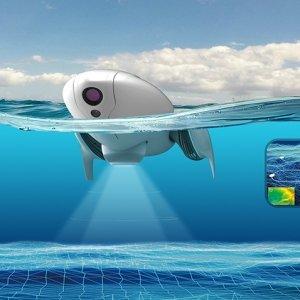 PowerVision Technology Group PowerVision Technology Groupha lanciato PowerDolphin, il drone d'acqua intelligente che offre una serie di vantaggi non solo ai pescatori, ai subacquei, ai proprietari di imbarcazioni e agli appassionati di sport acquatici, ma anche come supporto in casi di emergenza. PowerDolphin offre fino a 2 ore di autonomia della batteria ed è dotato di un dispositivo sonar intelligente e di una funzione waypoint GPS. Può anche scansionare automaticamente le acque designate e disegnare mappe topografiche sott'acqua grazie al montaggio del rilevatore di pesci intelligente e alla funzione di pianificazione del percorso disponibile nell'app Vision+, fornendo così agli scienziati dati altamente accurati in forma visiva e aggiungendo un grande valore alla loro ricerca marina. Tra le altre funzionalità di PowerDolphin ci sono l'interruttore water touch, il controllo dal telefono cellulare, la funzione di ritorno a casa e il supporto per la sostituzione della batteria e della scheda SD. Inoltre, sia il design del vetro impermeabile che la tecnologia automatica antirollio, tra le tante altre caratteristiche, migliorano notevolmente la facilità d'utilizzo e la stabilità del drone. Disponibile a inizio estate 2018 al prezzo di 799 euro. www.yitechnology.com