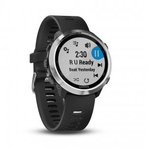 Garmin Forerunner 645 Music Garmin ha presentato il nuovo Forerunner 645 Music, uno sportwatch con GPS integrato, rilevazione cardiaca al polso e funzioni avanzate per il running, caratterizzato dalla possibilità di salvare direttamente sul dispositivo la propria musica preferita. Questo smart watch permette di importare nella memoria di 4 GB integrata nel dispositivo circa 1000 brani (per un totale di 5 ore di ascolto) in formato MP3 e AAC, e ascoltarli tramite cuffie Bluetooth di terze parti compatibili. Le funzionalità di Forerunner 645 si estendono anche alla possibilità di effettuare pagamenti direttamente dallo sportwatch grazie alla funzione Garmin Pay.: tramite tecnologia NFC (Near Field Communication) in modalità wireless è possibile infatti gestire pagamenti contactless direttamente dall'orologio. Tramite la rilevazione del segnale GPS e GLONASS, inoltre, rileva la distanza, il passo, la velocità e il tempo percorsi. Come un allenatore personale, valuta automaticamente i risultati ottenuti dopo gli allenamenti, tramite le analisi di Firstbeat, fornendo così agli atleti consigli e informazioni sulla qualità degli esercizi svolti. Analizzando il carico di allenamento dell'intera settimana, indica dove la preparazione è stata carente e dove invece i livelli sono stati buoni. Presenta batteria di lunga durata, fino a 7 giorni in modalità smartwatch, 12 ore con GPS attivo e 5 ore con GPS e musica. Sarà disponibile con cinturino nero o rosso ciliegia, a partire da gennaio 2018, al prezzo di 449,99 euro, mentre a  399,99 euro con cinturino nero o sabbia. www.garmin.com