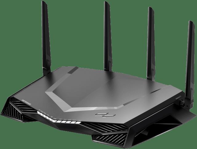 Netgear Pro Gaming XR500 Netgear ha presentato il nuovo routerWiFiNighthawk Pro Gaming (XR500) e loswitchLanNighthawk Pro Gaming SX10 10G/Multi-Gig (GS810EMX).Questi nuovi prodotti portano il network a un livello di velocità, performance, personalizzazione e controllo completamente diverso sia che si giochi online, che si ospiti unLANparty o che si guardino contenuti in streaming ad alta definizione.Pro Gaming è dotato di un software all'avanguardia per ottimizzare la connessione a Internet stabilizzando il suono, riducendo i picchi di tensione e mantenendo gli utenti in gioco grazie a una connettività cablata e wireless affidabile per giochi veloci. Potente processore dual core 1.7GHz. Memoria da 128 MB e RAM da 512 MB. www.netgear.com