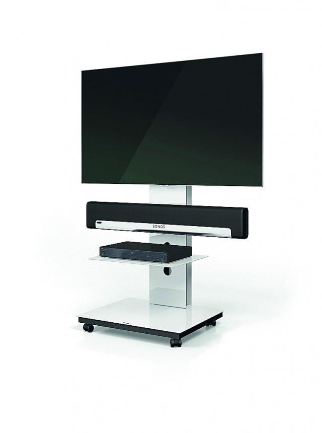 Il supporto universale consente di collocare su Tray di Spectral qualsiasi modello di televisore.  Con apertura per adattatore soundbar, nella misura  L 61 x P 50 x H 103 cm, costa 837 euro.  spectral.eu