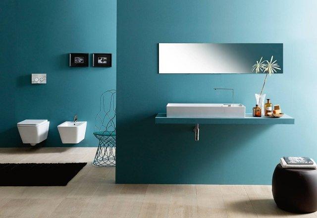 Hanno linee squadrate i sanitari sospesi Square, linea Icon di Alice Ceramica. Misurano L 35 x P 55 cm. Completo di coprivaso, il wc senza brida costa 549 euro; il bidet costa 427 euro.