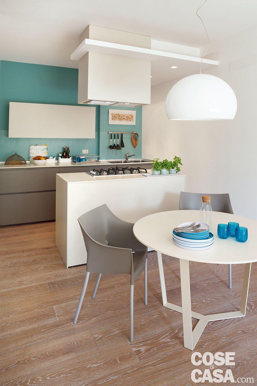 In 52 mq un mini trilocale con lavanderia cose di casa - Tavolo di cucina ...
