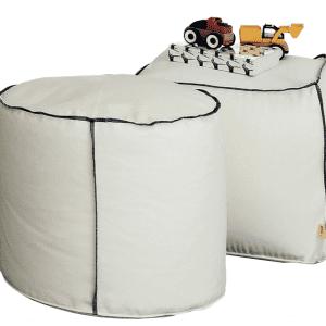 Rotondi e quadrati, i pouf Gel di Zalf/Gruppo Euromobil hanno il rivestimento sfoderabile. Altezza 39 cm, con lato o diametro di 45 cm, esclusa Iva, prezzo a partire da 173 euro. www.gruppoeuromobil.com