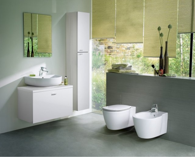 È in ceramica bianca il lavabo da appoggio Arc della collezione Connect di Ideal Standard dalla forma semicircolare e con troppopieno. Misura L 55 x P 45,5 cm. Prezzo 206 euro  www.idealstandard.it