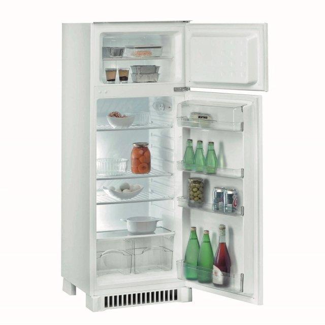 Il frigorifero doppia porta da incasso ARF222/A+ DX di Ignis in classe di efficienza energetica A+ sviluppa una rumorosità di 39 dB(A). Ha una capacità netta di 202 l. Misura L 54 x P 54 x H 144,9 cm. Prezzo 269 euro. Distr. da Leroy Merlin www.leroymerlin.it