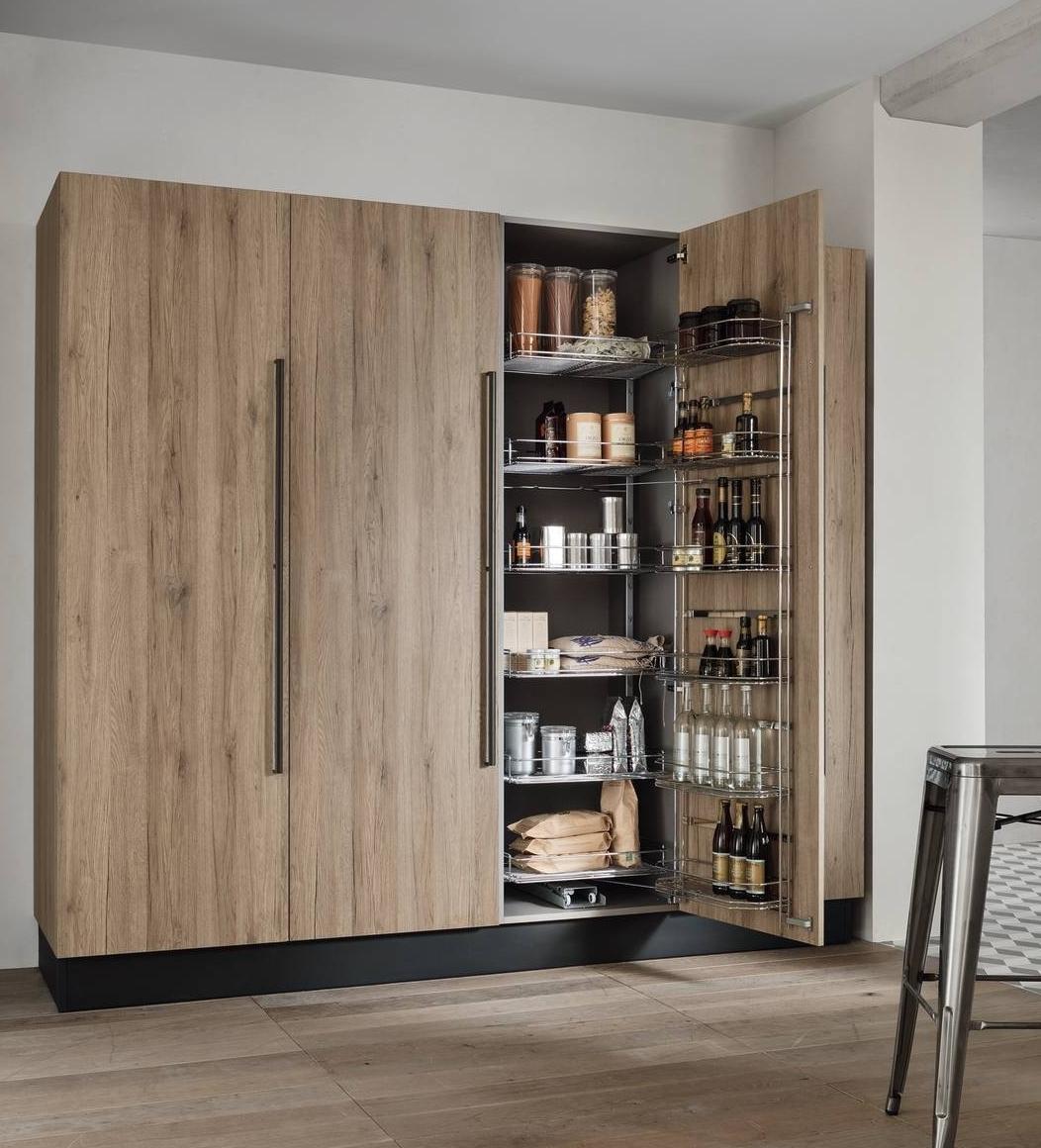 Colonne per la cucina e ogni cosa trova il posto giusto for Cucina in armadio