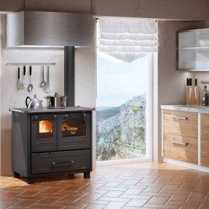 Cucina a legna Family di La Nordica-Extraflame (www.lanordica-extraflame.com/it)