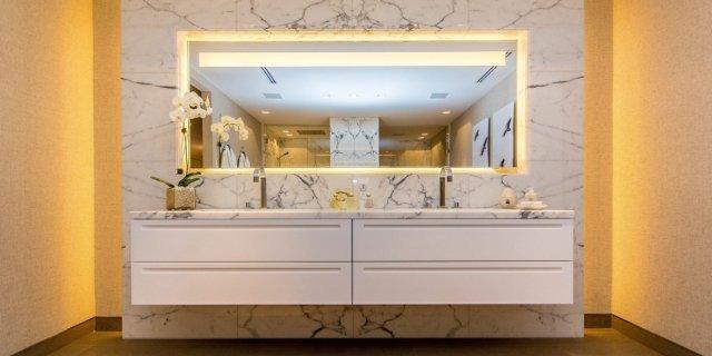 Il bagno in marmo: esclusivo e raffinato